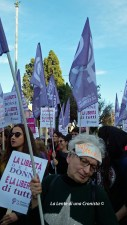 #NoUnaDiMeno, Bandiere e donne in corteo